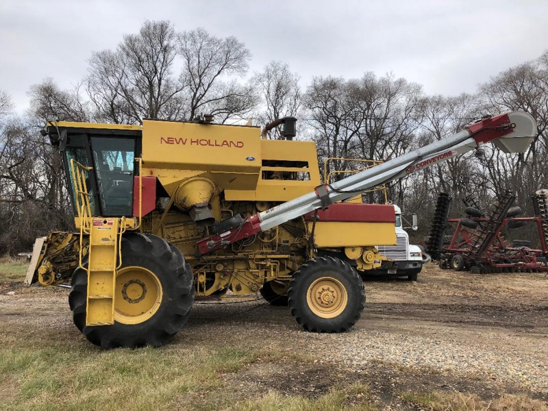 1989 New Holland TR96 Combine Converted for Kidney Bean Harvesting